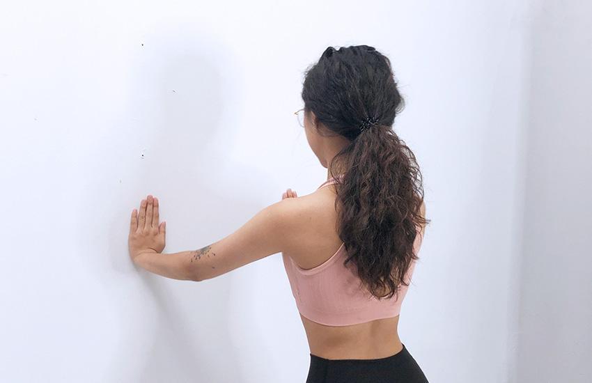 胸部推牆運動-2